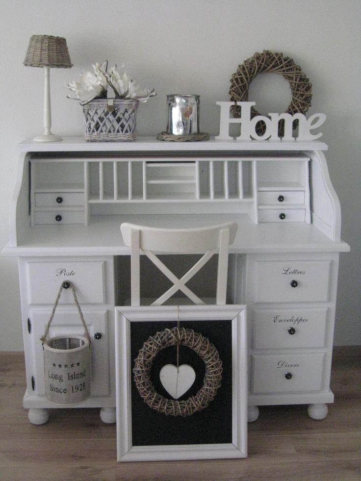Prachtig bureau. Deze staat nu op een meisjeskamer  in een Belgisch huis in de buurt van Kortrijk