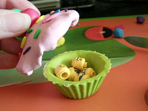 Polymer Clay Cupcake Box. Complete directions.