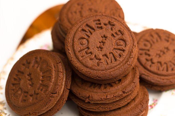 Bourbon-biscuits-1-700