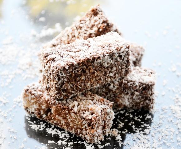 Einen himmlischen, süßen Snack für ein Kaffeekränzchen gelingt mit diesem #Rezept. Die leckeren Kokosstangerln sollten Sie ausprobieren.
