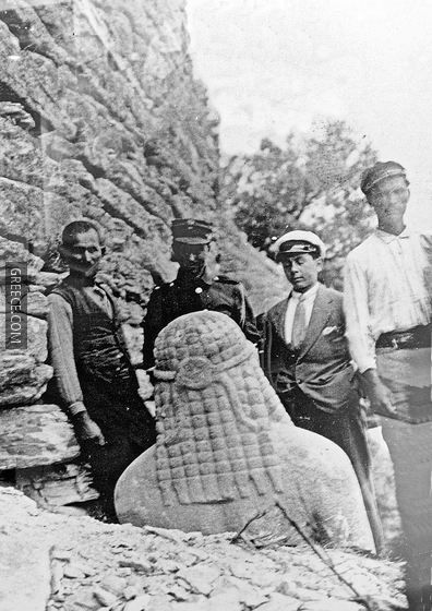 Ausgrabung des Kouros (1914) C Photo | Greece.com