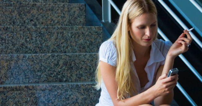 Con el objetivo de que los jóvenes dejen el tabaquismo, el Instituto Nacional de Cancerología de Estados Unidos (NCI, por sus siglas en inglés) creó el programa SmokefreeTXT, el cual será utilizado a través de los teléfonos celulares. A través de este proyecto, que funciona como un servicio de mensajes de texto gratuito, se ofrecerá apoyo, asesoramiento y consejos las 24 horas al día, a los que buscan dejar de fumar.