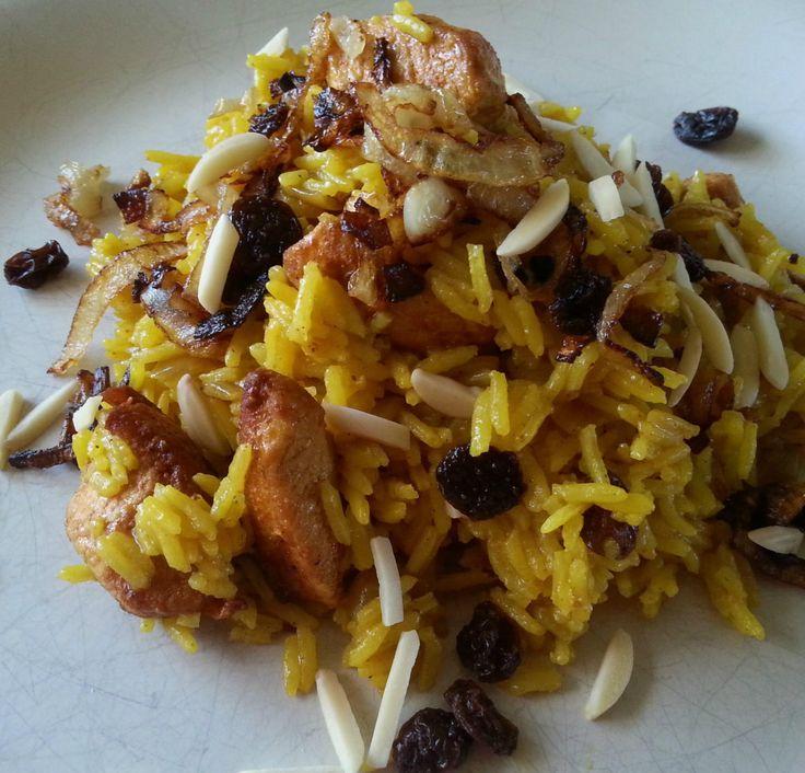 Das perfekte Pilaw Reis verfeinert mit Zimt und Safran-Rezept mit einfacher Schritt-für-Schritt-Anleitung: Das gewürfelte Hähnchenbrustfilet mit etwas…