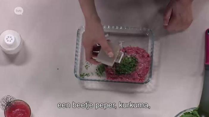 Recept 6: #Choumicha toont ons hoe we een lekkere soep op basis van bruine rijst met gehaktballetjes kunnen maken.