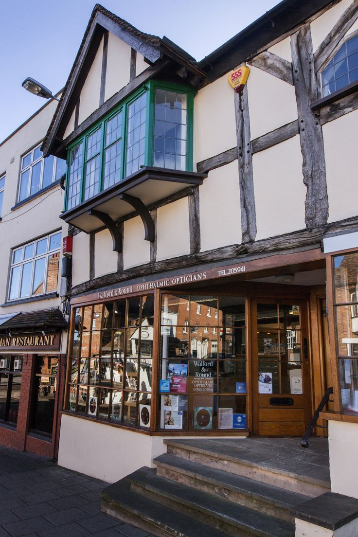 Walford and Round opticians shop front in Stratford Upon Avon