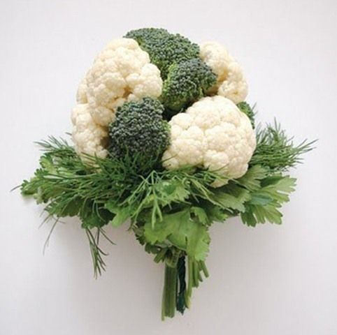 If you wanna stand out among the other brides with originality, if you want to follow the newest trends in wedding décor like organic trend, choose a vegetable bouquet!