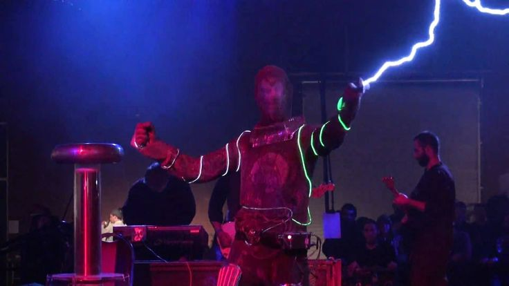 Tesla Coils - Arc Attack - Doctor Who Theme Song - Makers Faire 2010 - S...