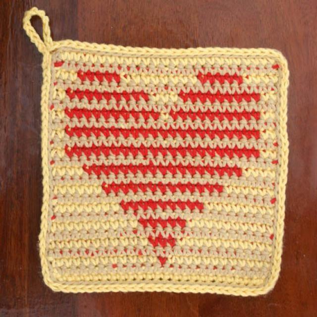 10 #Crochet Heart Patterns for Valentine's Day: Crochet Heart Potholders