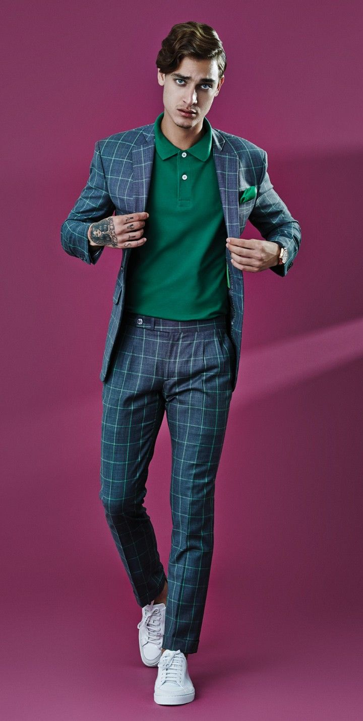Costume Alexandre Won R$ 10.900 | Polo Highstil R$ 130 | Lenço de bolso Jack The Barber  R$ 80 | Relógio Mido Automatic Belluna Small Seconds R$ 4.350 | Tênis Burberry R$ 1.825 (Foto: Hugo Toni)
