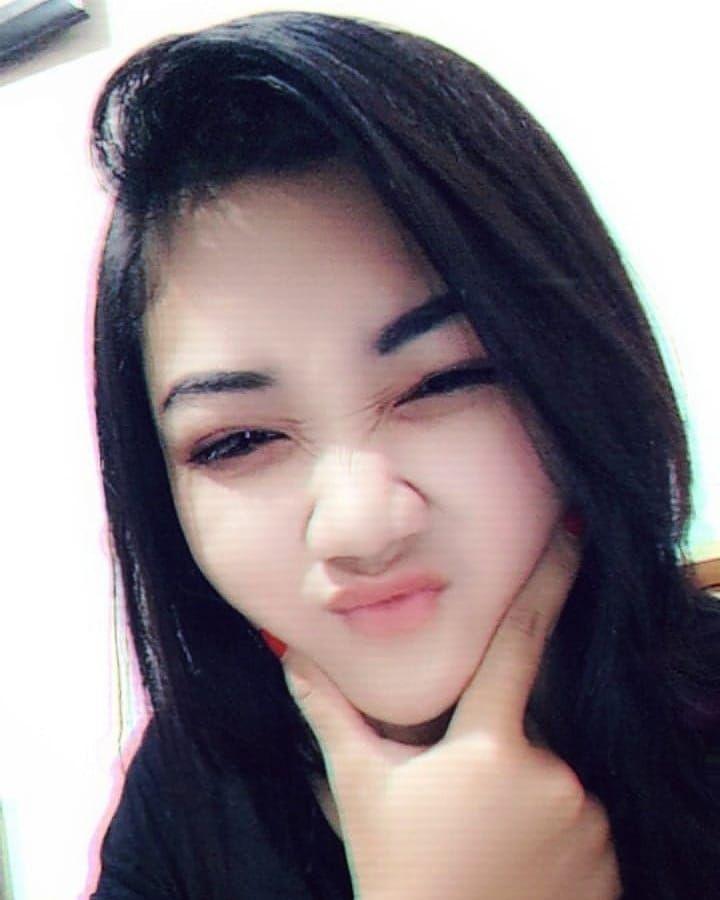 Gambar Mungkin Berisi 1 Orang Selfie Dan Dekat Produk Kecantikan Wanita Cantik Gadis