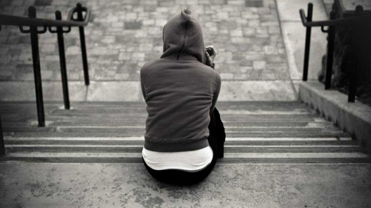 Алкоголизм является разрушающей личность зависимостью. Поэтому именно эта проблема ведет к суициду