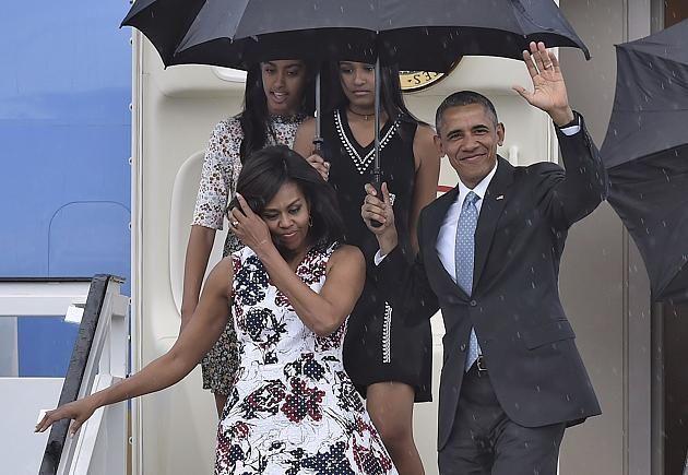 US-Präsident Barack Obama, seine Frau Michelle und ihre beiden Töchter bei der Ankunft in Kuba