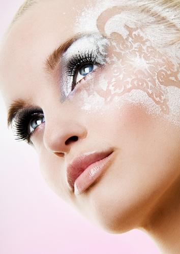 Photographer: Kim Mandemaker   Hair & Make-up: Nicole Beuker   Model: Linda Visser