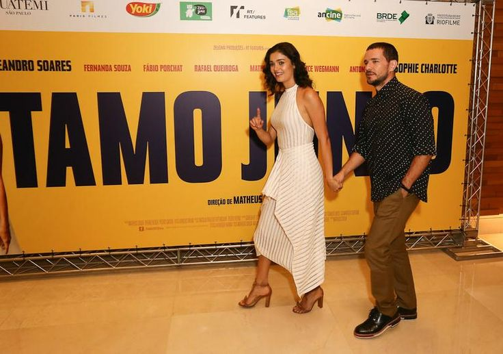O ator Daniel de Oliveira acompanhou a mulher, a atriz Sophie Charlotte, na pré-estreia do filme Tamo Junto. O evento aconteceu um cinema de São Paulo na noite desta segunda-feira, 28. Veja as fotos: