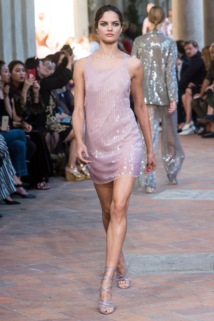 Alberta Ferretti Spring 2018 Ready-to-Wear Fashion Show - Barbara Fialho
