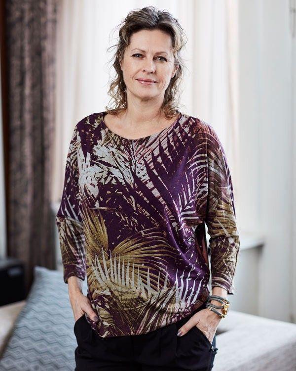 Med EASY mønsteret, Esmaralda, kan du nemt lave en skøn bluse eller kjole til forår og sommer.
