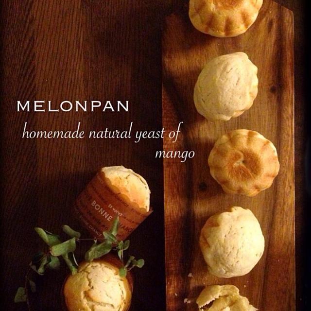 マンゴー酵母中種でメロンパン。 今度は、ふっくらしてくれました(*^^*) チョコチップ入り、クランベリー&クリチ入り、ハズレ、、どれが当たるかな、、?^_^  もうすぐ、帰ってきます(^.^) - 414件のもぐもぐ - メロンパン by yucca@