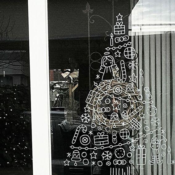 Heb je een klein appartement/kamer maar wil toch wel een gezellige kerstboom? Teken er dan een op je raam! Neemt helemaal geen ruimte in en is makkelijk weer te verwijderen als je er mee klaar bent.