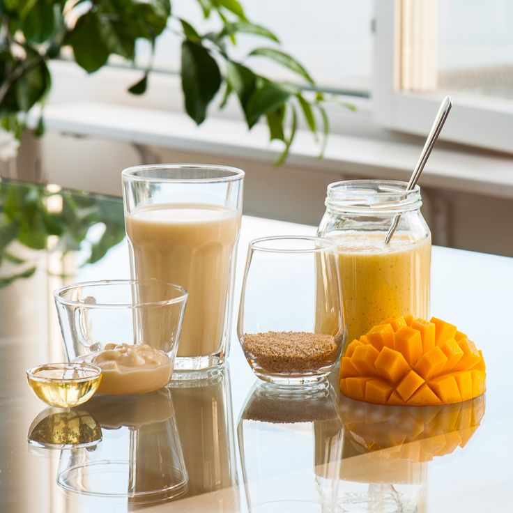 Breakfast smoothie with soya yoghurt, mango and bran: 1/2 mango + 60g soya yoghurt + 500ml soya milk + 2 tablespoons bran + 2 tablespoons honey. Mix thoroughly and eat with a spoon.
