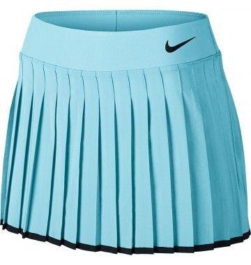 <p>Het<strong>NikeCourt Victory Rokje </strong>is afkomstig uit de  Young  Contender collectie van Nike. Deze sportieve kleding is gemaakt   van  hoogwaardig materiaal dat zorgt voor lichtgewicht comfort en een moderne    atletische look.<br /><br />Het rokje heeft een elastische tailleband en  bevat een geïntegreerde Nike Pro compressie short voor extra   ondersteuning en draagcomfort. Het geplooide design en de gladde naden  be...