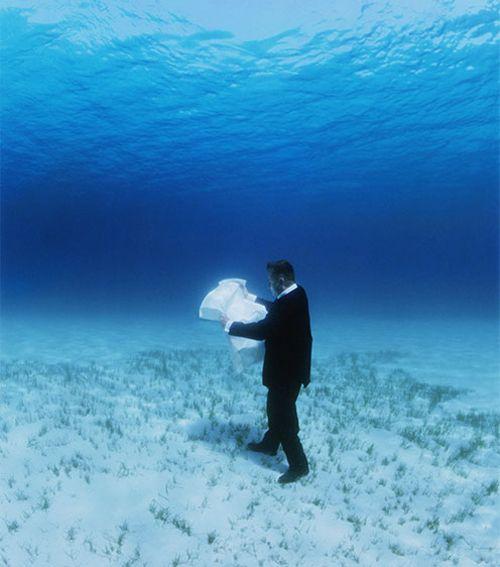 Philippe Ramette, Exploration rationnelle des fonds sous marins: la carte, 2006