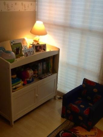 Mueble de re-uso y un rincón de lectura y materiales didácticos. (Reading and Learning Corner in a changing diaper furniture)