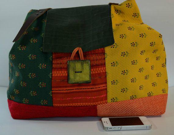 ADELAIDE:Ampia borsa patchwork,interamente foderata in tessuto di cotone,2 comode tasche,manici e chiusura in cuoio, bottone fatto a mano