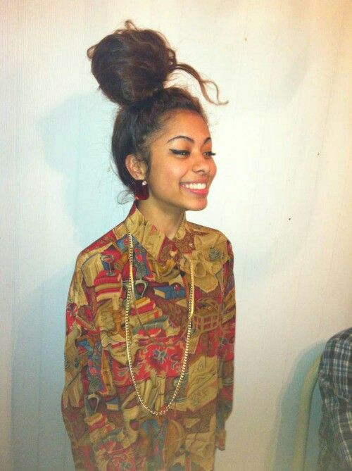 I keep seeing this flawless bitch on here .. Who is she ?  #messybun #dope #swag
