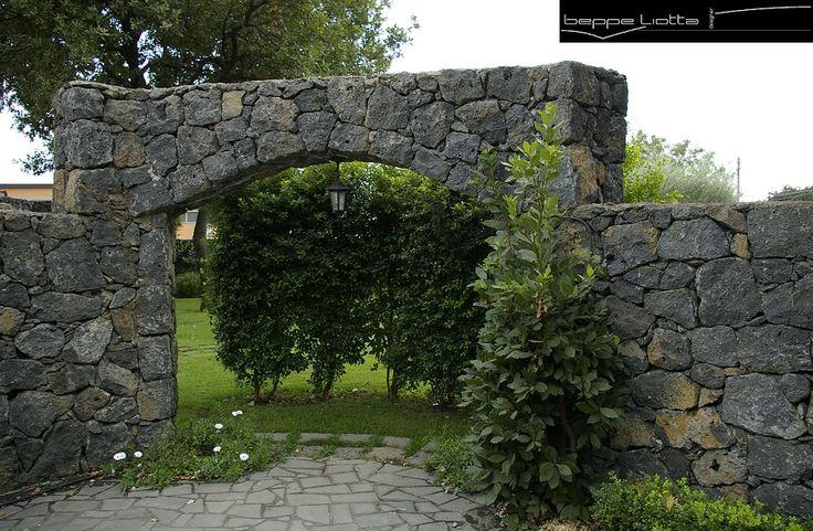 Muri in pietra lavica