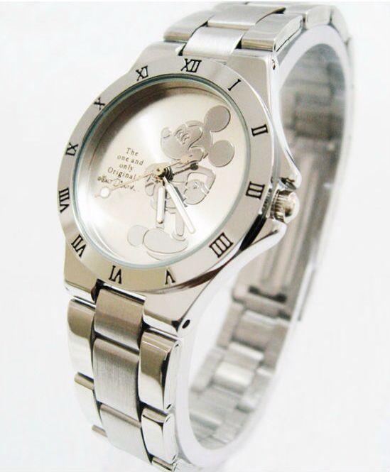 L orologio  di topolino che mi riporta alla mia infanzia
