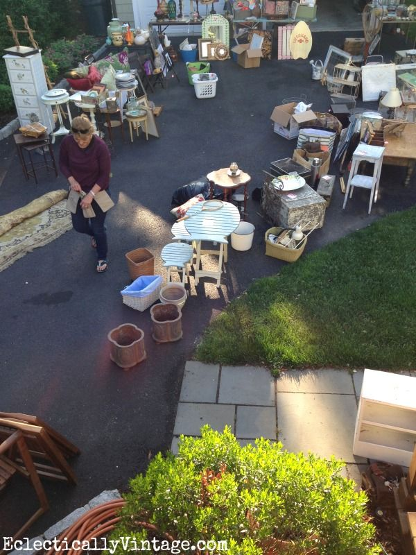 Tips for throwing a killer yard sale! eclecticallyvintage.com