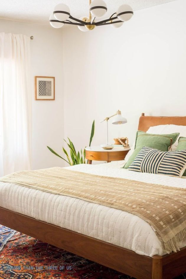 Cozy Mid Century Modern Bedroom With White Walls In 2020 Home Decor Bedroom Mid Century Modern Bedroom White Wall Bedroom