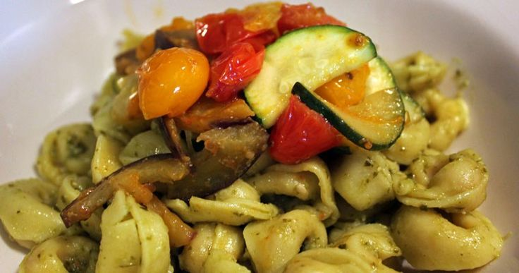 VEGGIE VRIJDAG: Tortellini met gegrilde groenten en pesto - A bite of cravings - gezonde recepten, inspiratie en lifestyle - koken, bakken en andere creaties - leuke weetjes voor in de keuken - foodblog -
