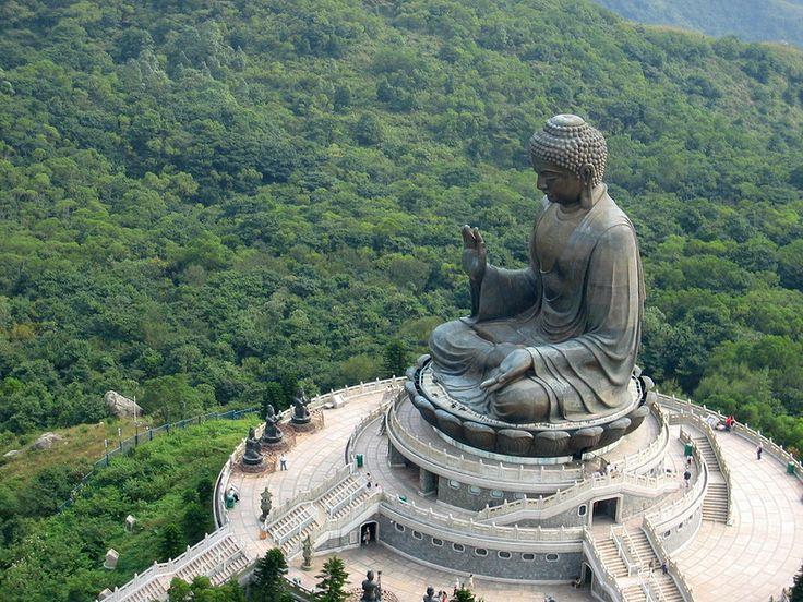 #Тяньтань #Будда, известен также как #Большой Будда – большая #бронзовая #статуя Будды, расположена в #Гонконге, на острове #Лантау, вблизи #монастыря По Лин. Символизирует #гармонию отношения между #человеком и #природой, между #людьми и #религией.