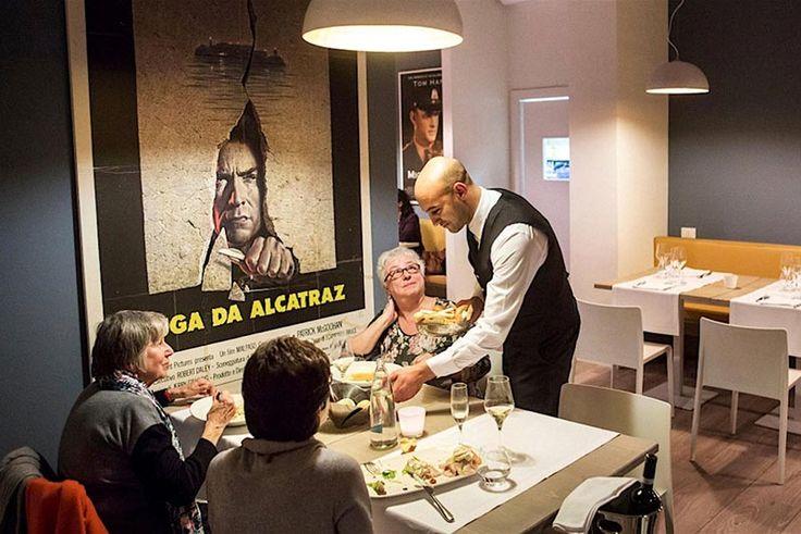 Sono lieto di segnalare un ristorante davvero unico nel suo genere, e non è un modo di dire: a Milano, presso la casa di Reclusione di Bollate, si trova un ristorante gourmet in cui lo chef è affiancato da camerieri, lavapiatti e aiuto cuoco che sono detenuti nel penitenziario di Bollate.