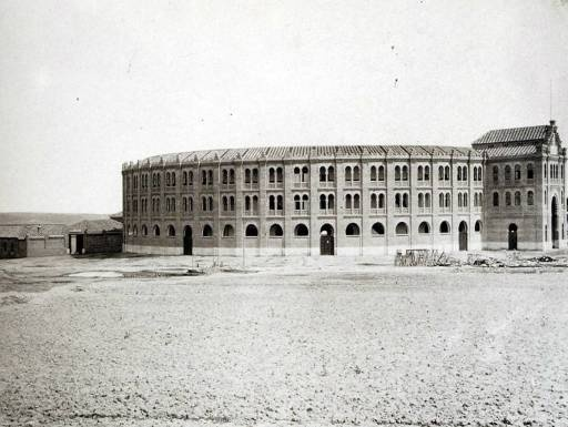 Foto antigua de la Plaza de Toros en el barrio de Salamanca, Madrid, 1874