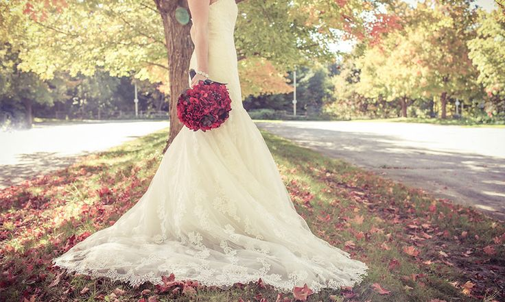 Glamorous bridal gown, vintage bridal gown | Stunning vintage wedding photography by www.newvintagemedia.ca