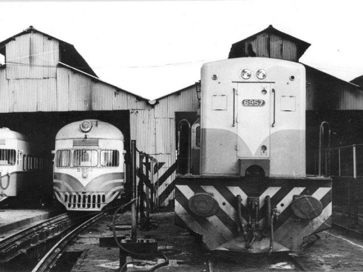 Locomotora GE U-13C #6957 y CMU #5954 en el depósito Lynch - vista 1748 veces