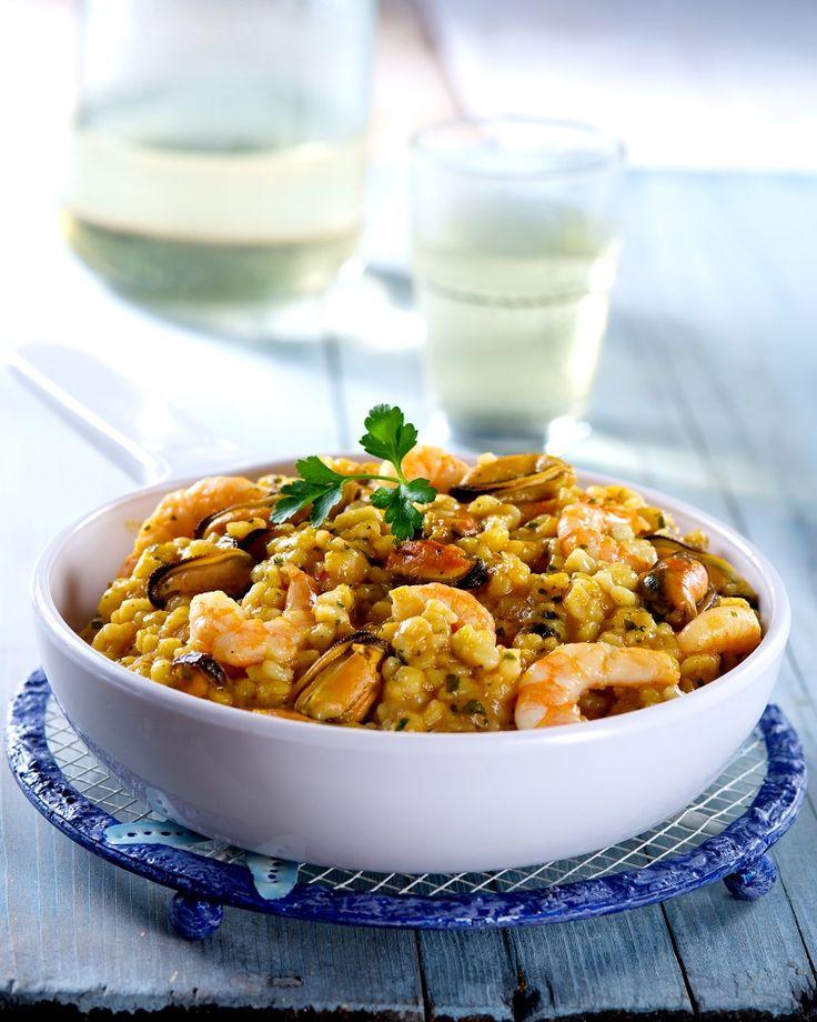 Ricette regionali: fregola alla sarda! È una pasta di semola di grano duro condita con cozze cilene, mazzancolle tropicali e polpa di pomodoro