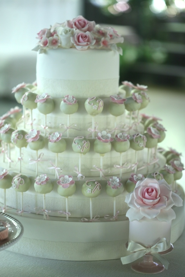 Cakepops on the cake! by Cupcake (Francisca Neves)