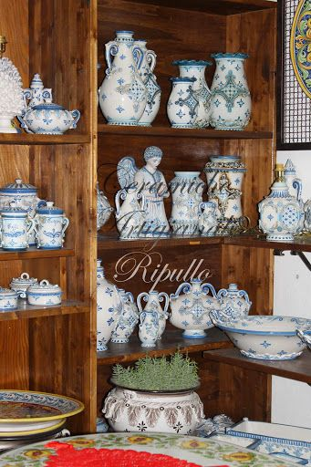 Ceramics Ripullo, operating for thirty years in the production of handmade pottery, following the traditions of Ceramics of Caltagirone. Over time he gained his practical skills and productive ones, managing to create products for the house from the kitchen to the bathroom, through the living room for create a unique decor. Our thoughts go out to the house, and decorations of it. Our company offers many varieties of articles for the decoration of the house, from vases, clocks, lamps.