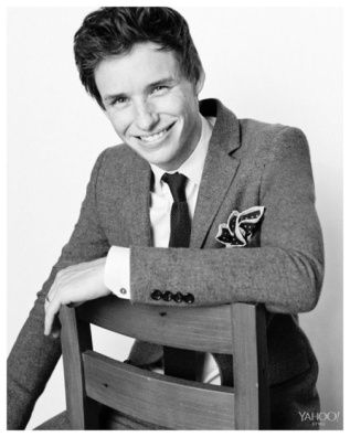 Eddie-Redmayne-2015-Yahoo-Photo-Shoot-002