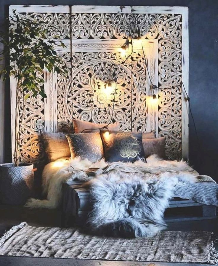 Awesome 42 Cozy Winter Bedroom Decoration Ideas to Get Inspired. More at https://trendecor.co/2017/12/20/42-cozy-winter-bedroom-decoration-ideas-get-inspired/