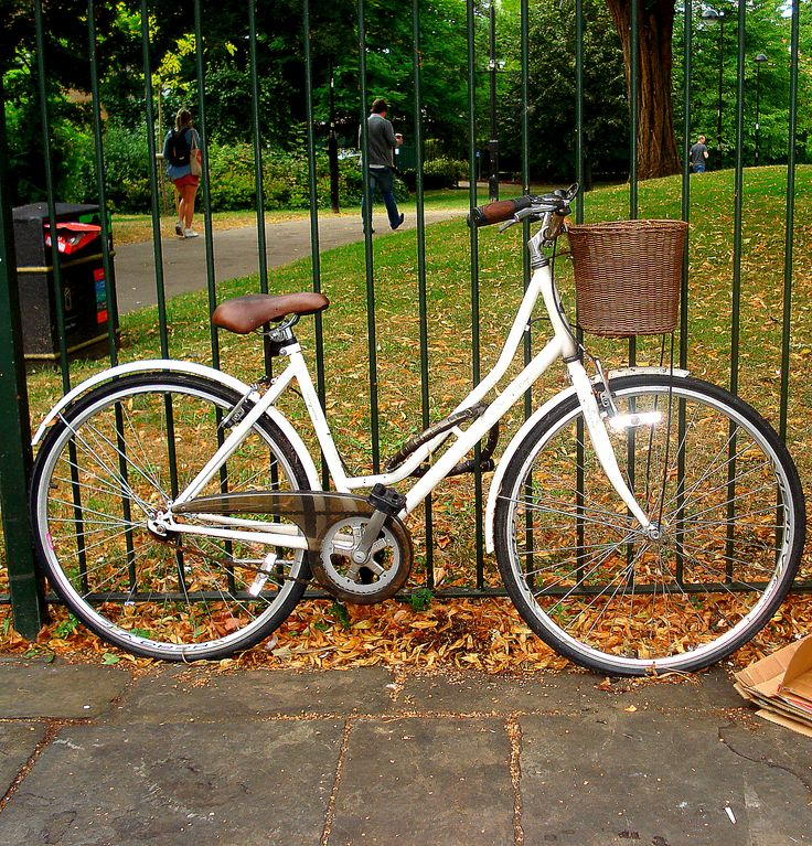 Hammersmith / London / Vintage bicycle
