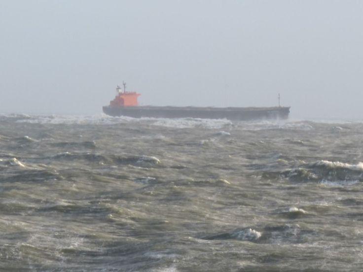 Frachter-Havarie bis Sandverlust: Nordsee-Inseln kämpfen mit Sturmtief-Folgen - n-tv.de