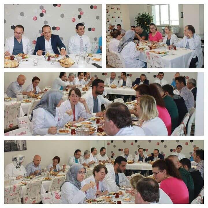 Keyifli buluşma: Doktorlar Kahvaltısı  Özel Esencan Hastanesi'nde geleneksel olarak düzenlenen ve Yönetim Kurulu Başkanı Dr. Taşkın Yenidünya'nın da katıldığı Doktorlar Kahvaltısı'nın sonuncusu, 13 Temmuz 2017 sabahı gerçekleştirildi.