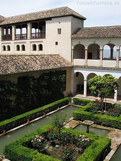 Patio de los Cipreses del Generalife en la Alhambra de Granada