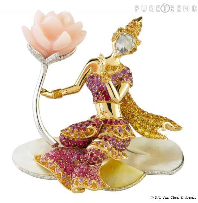 Clip motif Femme au Lotus~Opale rose, saphirs de couleur, nacre, spinelles rouges, grenats mandarins et diamants.