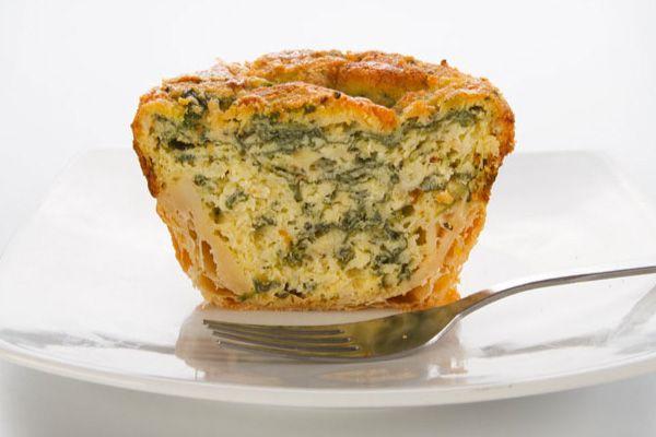 Clásica canasta hojaldrada al estilo francés, con su esponjoso relleno con queso y espinacas, al horno.