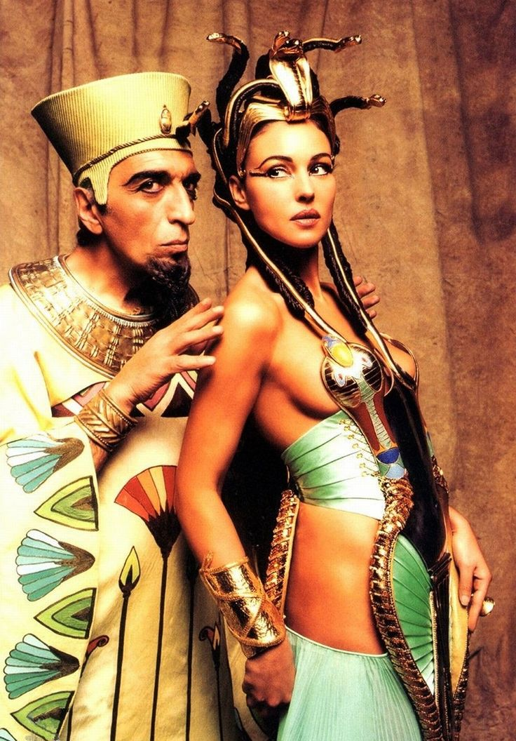 Asterix and Obelix - Mission Cleopatra, Gérard Darmon and Monica Bellucci as Cleopatra